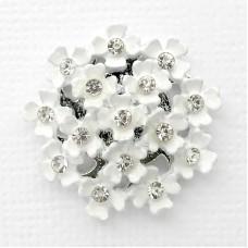 Брошь белые цветочки (2,4*2,4)
