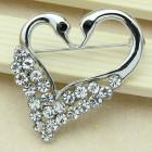 Брошь сердце-лебеди металл под серебро, кристаллы (4,0*3,1)
