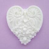 Ажурное сердце с розами из пластика, 50*70мм